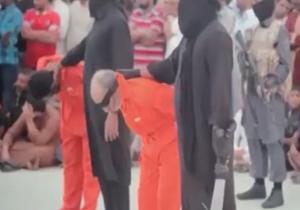 داعش 2 ساحر را در ملاء عام گردن زد + فیلم و تصاویر (16+)