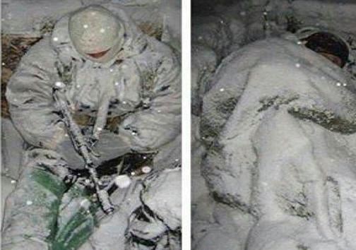 عکس/ شرایط سخت مدافعان حرم زیر بارش برف