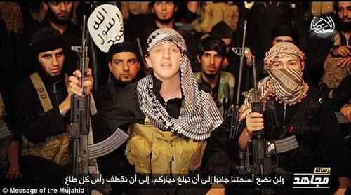 داعشی مو قرمز: دستان مهاجمان را کوتاه میکنیم+ تصاویر