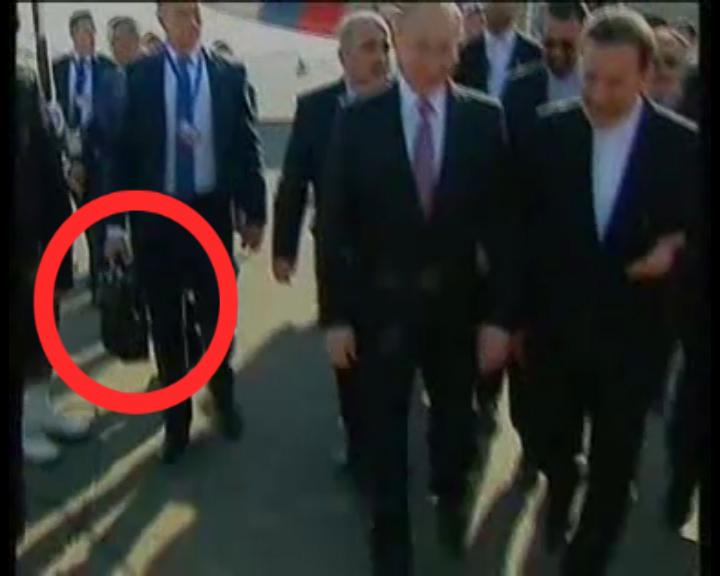 آیا این همان چمدان معروف پوتین است؟ + فیلم