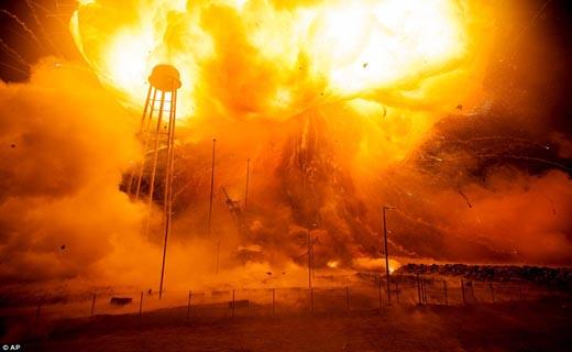 تصاویری تماشایی از لحظه انفجار موشک گرانقیمت فضایی