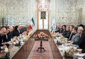 لاریجانی: تا جایی که میتوانیم از نفوذ و گسترش تروریسم جلوگیری میکنیم