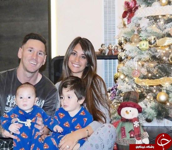 مسی و خانواده اش در انتظار بابانوئل! + عکس