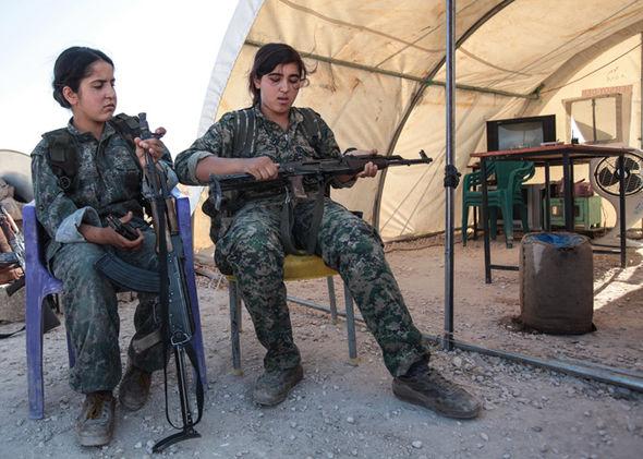 داعشی های بزدل از این زنان می ترسند + تصاویر