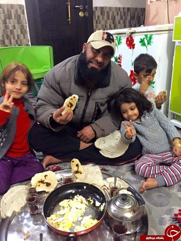 ابوعزرائیل در کنار خانواده + عکس