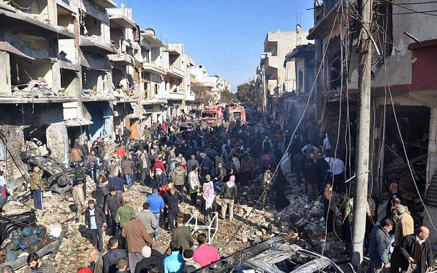 لحظه وحشتناک انفجار تروریست انتحاری داعش در میان جمعیت+ فیلم و تصاویر