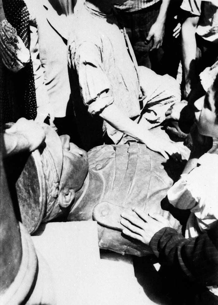 گاردین منتشر کرد: تصاویری دیدهنشده از کودتای 28 مرداد 1332