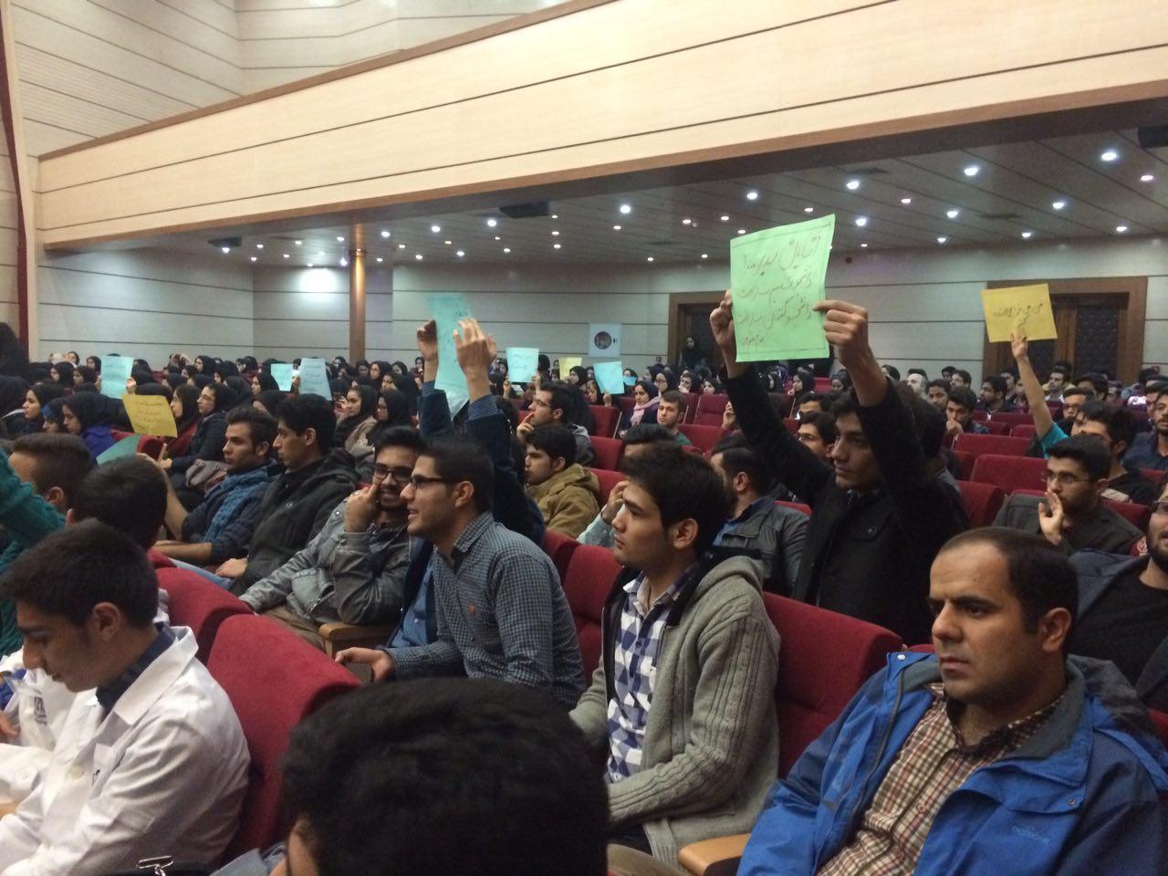 اعتراض دانشجویان پرستاری مشهد به حذف رشته دانشگاهی پرستاری