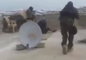 دانلود کلیپ لحظه جالب دستگیری تک تیرانداز داعش در حال تیرانداز
