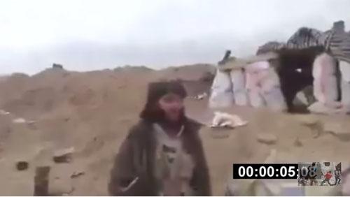 برخورد غیرمنتظره خمپاره با تروریست داعشی هنگام فیلمبرداری+ تصاویر