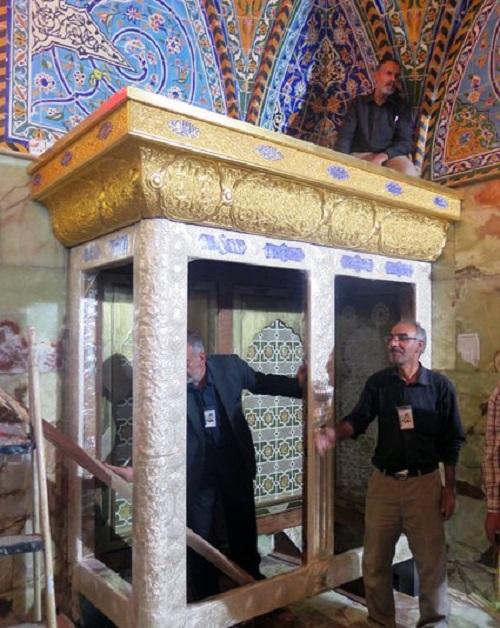 نصب نیم ضریح خیمه گاه حضرت ابوالفضل (ع) در کربلا