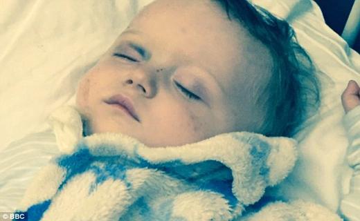 هدیه تولد چشم کودک را کور کرد+ تصاویر