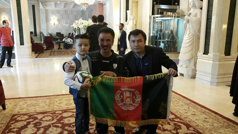 کوذک ۷ ساله افغان پس از ۴ ساعت انتظار به آروزیش رسید + عکس