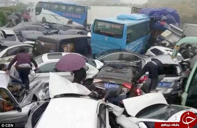 مچاله شدن 56 خودرو در یک تصادف+تصاویر
