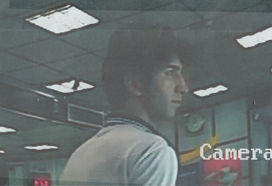 4349701 732 فریب خوددریافتهای بانکی با پول جعلی/ متهم را شناسایی کنید+تصاویر