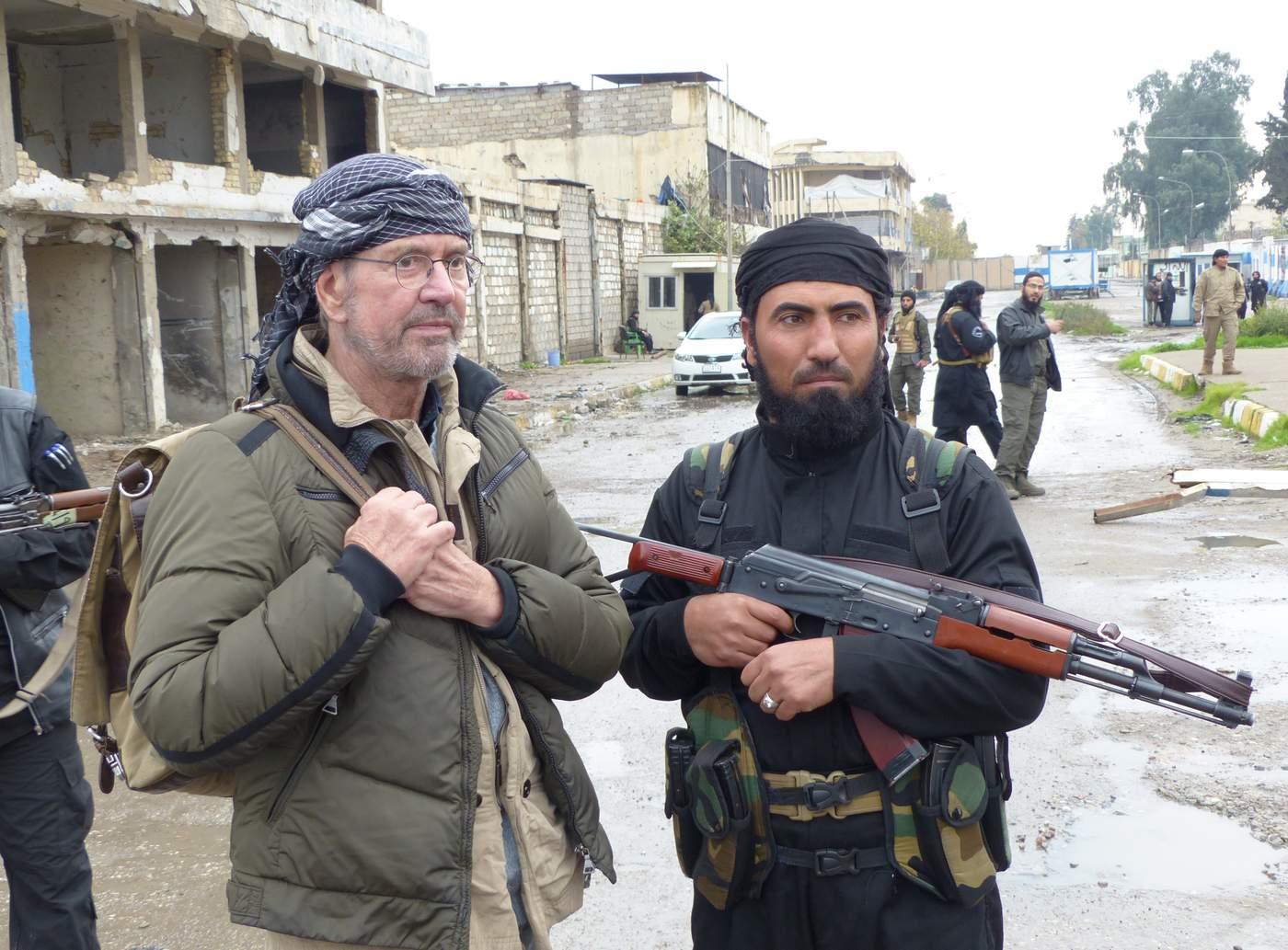 جلاد بیرحم داعش، راننده شخصی روزنامهنگار آلمانی در رقه!