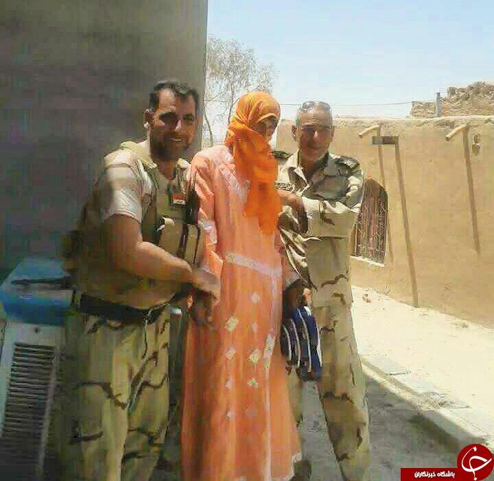 دستگیری یک داعشی با لباس زنانه + عکس
