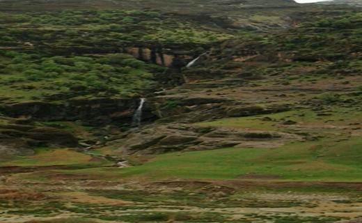 آبشارهای زیبا در دامنه های مخمل کوه + تصاویر