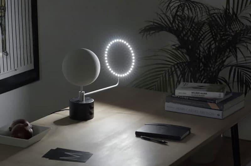 ماه را روی میز اتاقتان بیاورید / ماه را در اتاقتان رصد کنید/کنترل ماه را با این وسیله در دست بگیرید/ گردش ماه را زنده از روی میزتان ببینید
