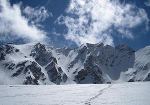 نجات 2 کوهنورد گرفتار در ارتفاعات زردکوه
