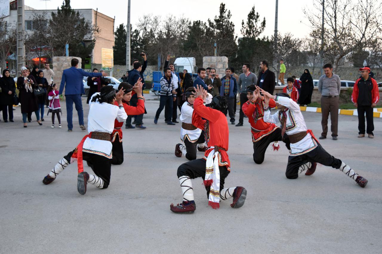 جشن استقبال از بهار با حرکت کارناوال شادی در خراسان شمالی