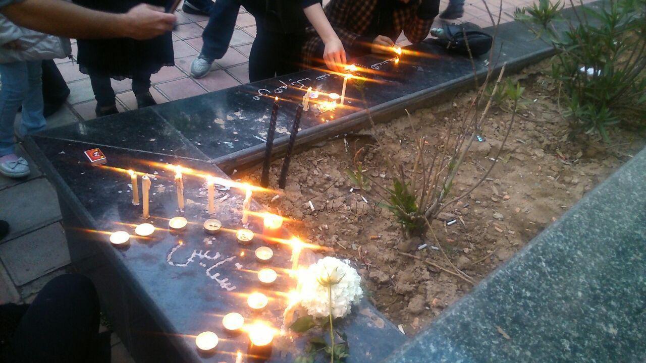 شمعهایی که در اطراف سفارت افغانستان به یاد
