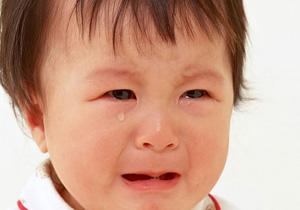 چرا نوزاد هنگام شیر خوردن عرق میکند