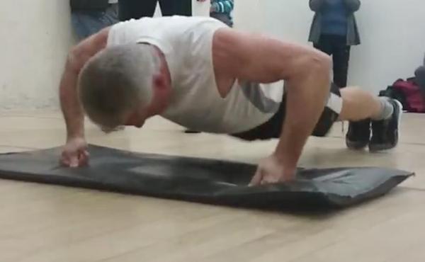 آماده شدن مرد 65 ساله برای ثبت رکورد جهانی