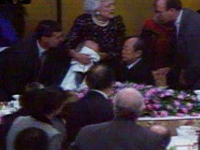 از صحنه عاشقانه کری و اولاند تا حرکت شرمآور جرج بوش در ضیافت شام  با نخستوزیر ژاپن+ تصاویر
