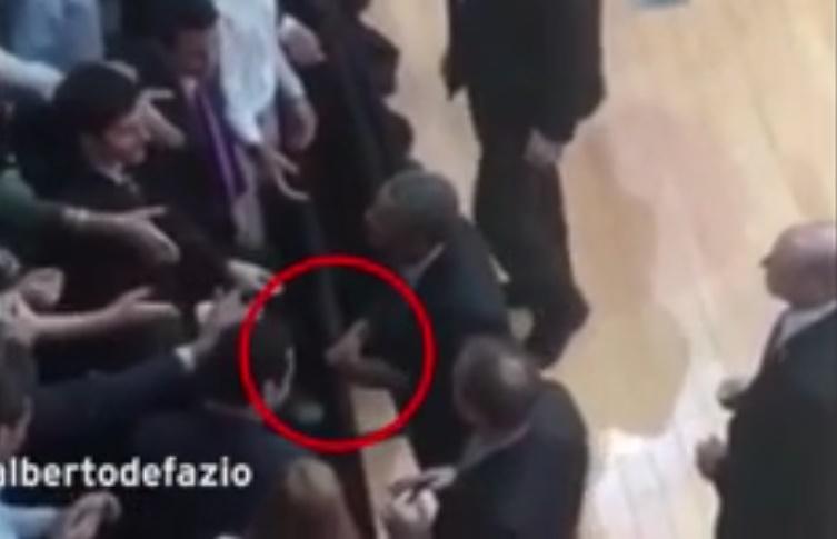 حلقه ازدواج اوباما دردسرساز شد/ رئیسجمهور آمریکا آرژانتینیها را مشتی دزد میداند+ تصاویر