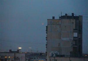 دانلود کلیپ پرواز یک بشقابپرنده را در آسمان شهر سن پترزبورگ روسیه