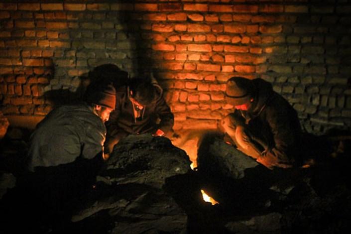 راهکارهای مقابله با سرمازدگی/ گرم کردن بدن فرد سرمازده با مالش، ممنوع!
