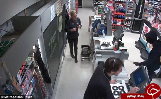 لحظه سرقت مسلحانه از مغازه +تصاویر