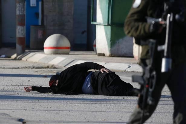 صهیونیست ها دختر فلسطینی را هدف قرار دادند+تصویر