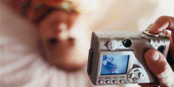 کور شدن کودکان با فلاش دوربین عکاسی و نور خورشید!