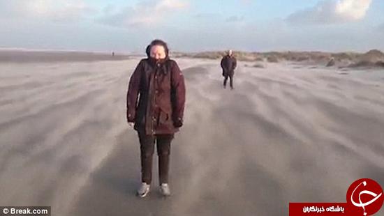 این دو نفر در ساحل پرواز میکنند +تصاویر