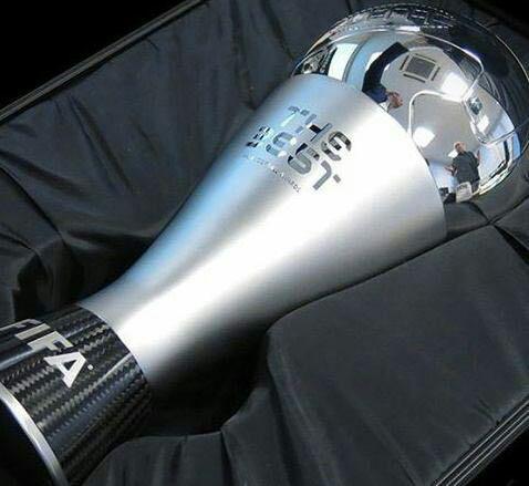 رونمایی از جایزه بهترین بازیکن توسط فیفا