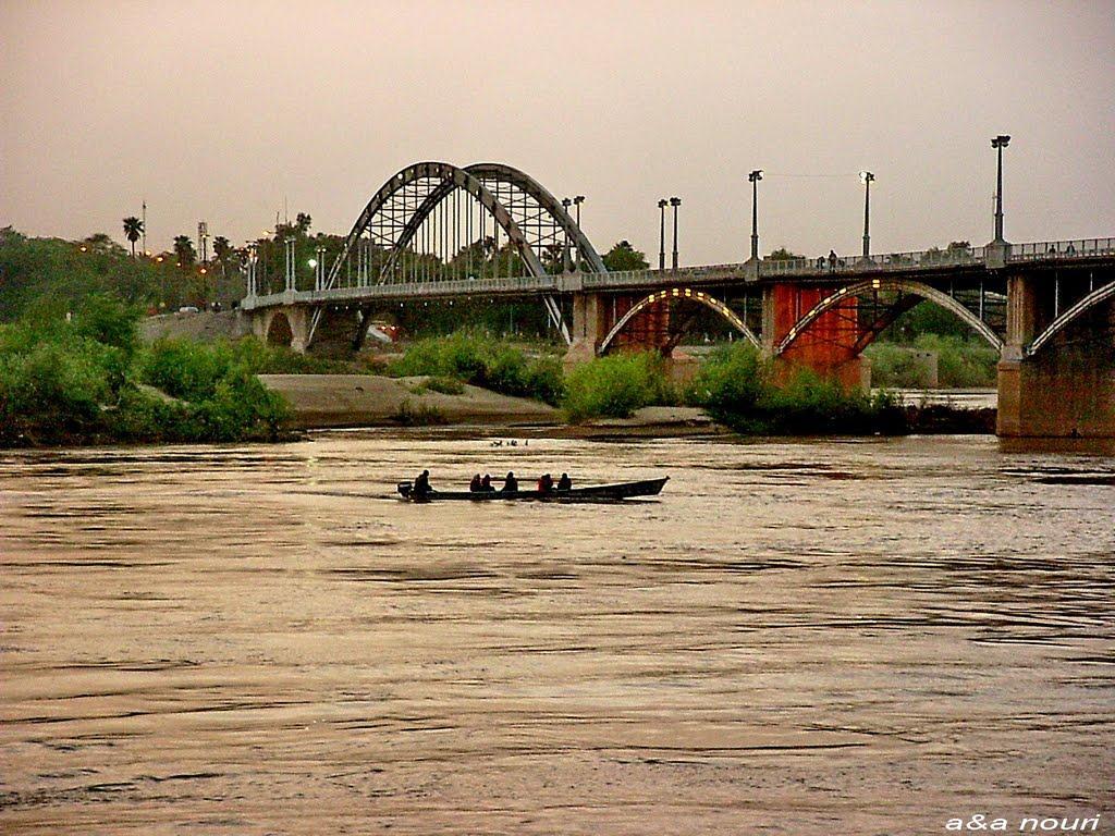 برگزاری هشتادمین سالگرد پل سفید در کنار رودخانه کارون