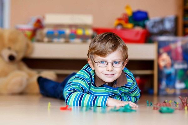 نشانه های خاموش تنبلی چشم در کودکان
