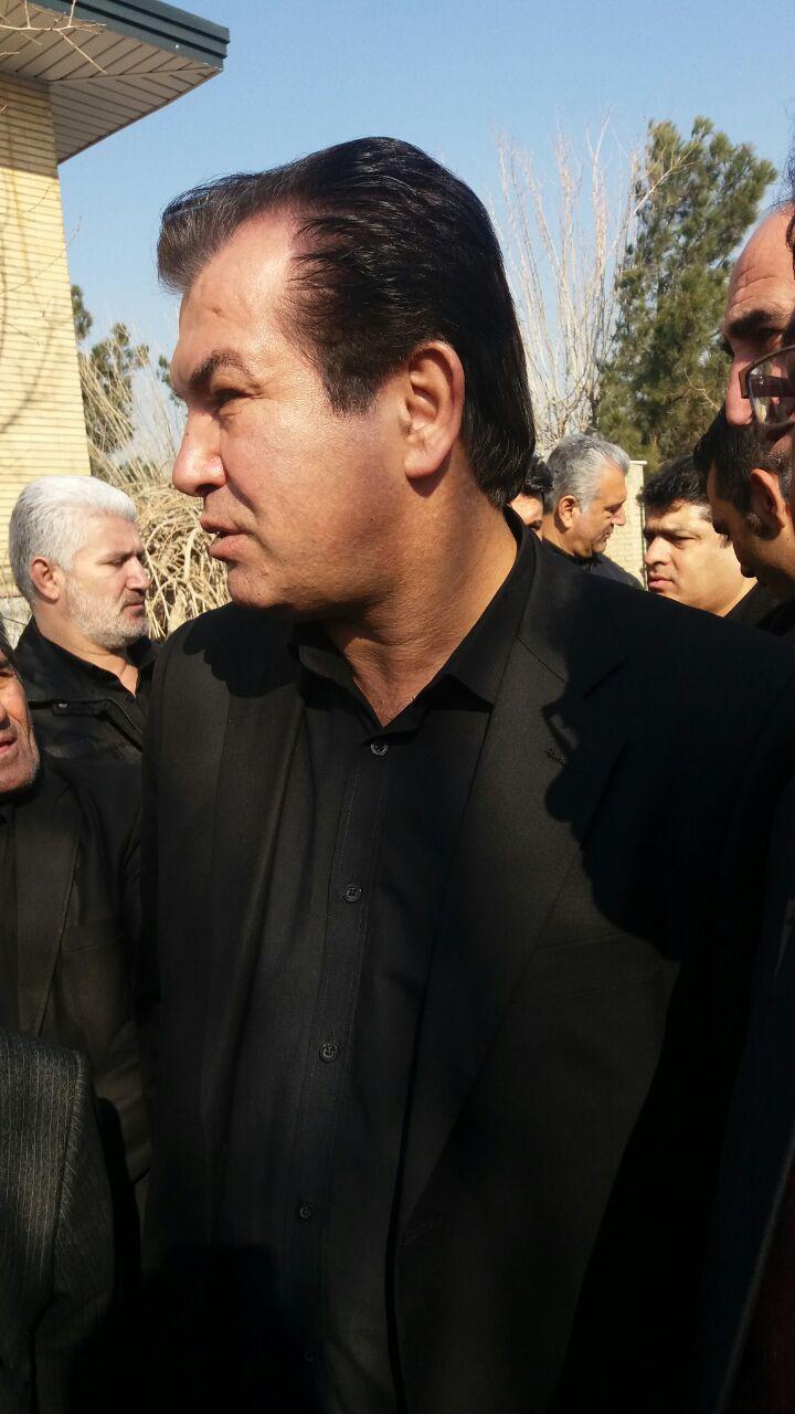 حضور علی پروین در مراسم خاکسپاری سیدعلیخانی