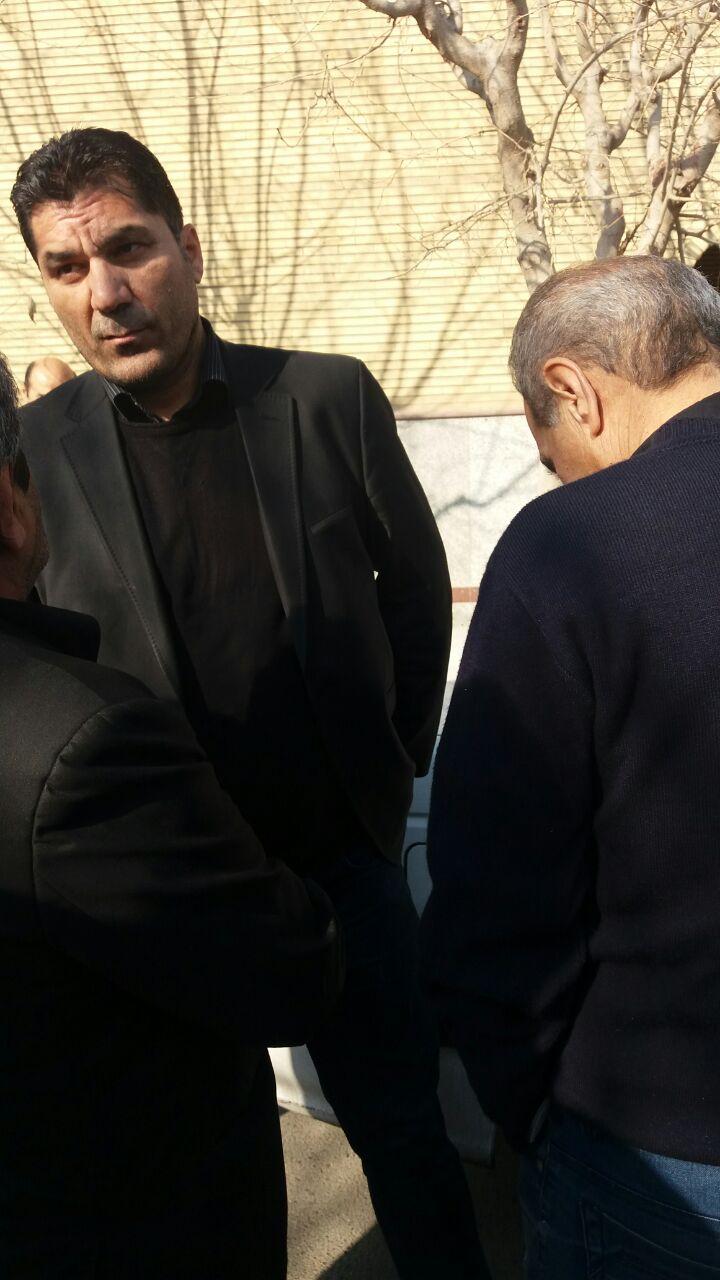 حضور علی پروین در مراسم خاکسپاری سیدعلیخانی+تصاویر