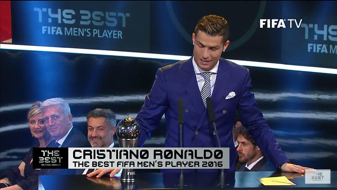 کریستیانو رونالدو بهترین بازیکن جهان شد+تصاویر و فیلم
