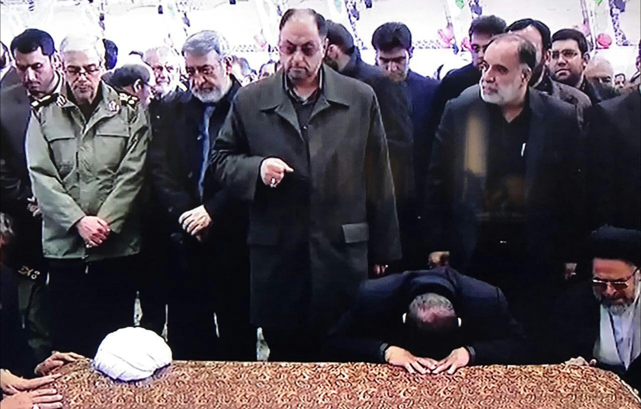 مراسم وداع با یار دیرین امام و رهبری/پیکر آیتالله هاشمی رفسنجانی وارد مصلی دانشگاه تهران شد