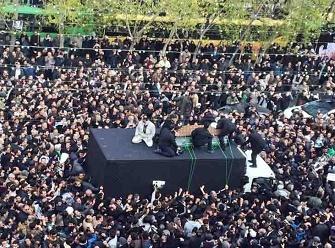 خودروی حامل پیکر آیتالله هاشمی رفسنجانی به سمت حرم مطهر امام (ره) عزیمت کرد
