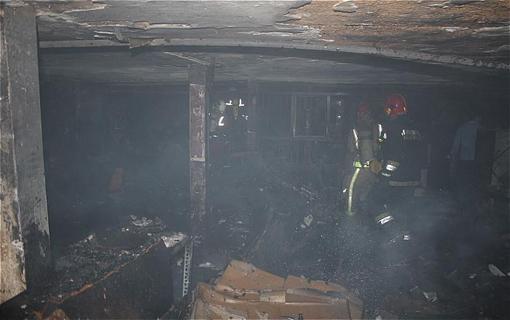 شعله های سرکش آتش کارگاه کفش کتانی مهار شد/ حادثه خسارت جانی نداشت