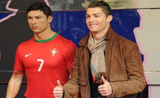 موزهای که فوتبالیست مشهور را در خود جای داده است! + تصاویر