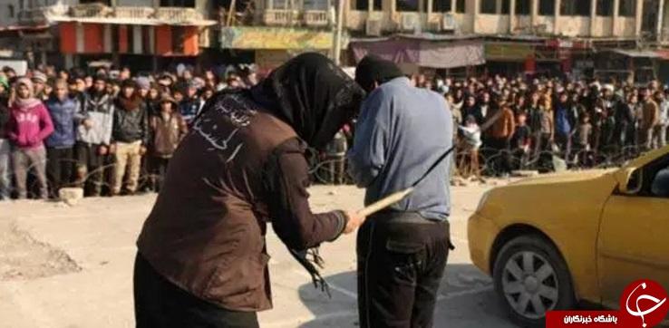 داعش یک سیگار فروش را در ملاء عام شلاق زد+ تصاویر
