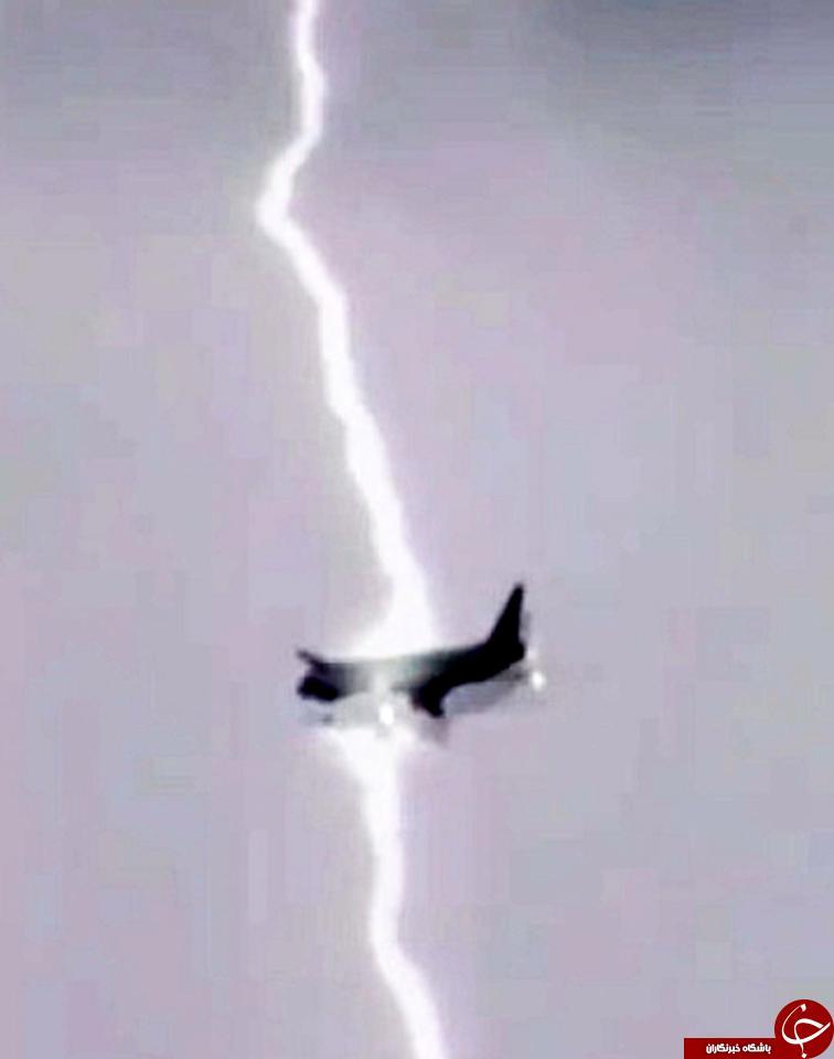 لحظه وحشتناک برخورد صاعقه شدید با هواپیمای مسافربری+ تصاویر