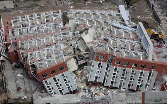 باشگاه خبرنگاران - دیوار ساختمان های غیر استانداردبدون نظارت بالا می رود