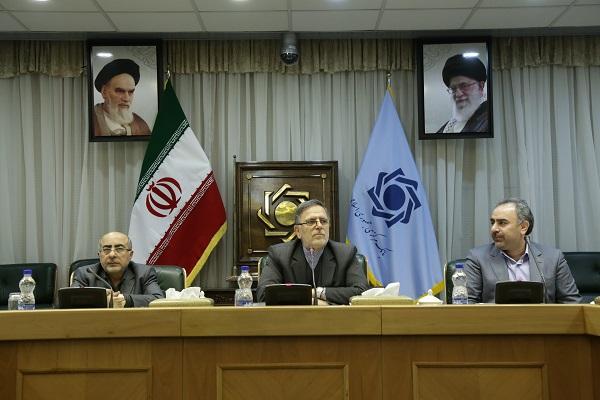 علت شکست طرح کارت اعتباری خرید کالای ایرانی مشخص شد / فشار بر نظام بانکی کشور با افزایش تسهیلات قرضالحسنه ازدواج